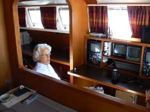 I monitor dai quali l'ingegnere esplora i fondali e può tranquillamente guidare anche l'imbarcazione